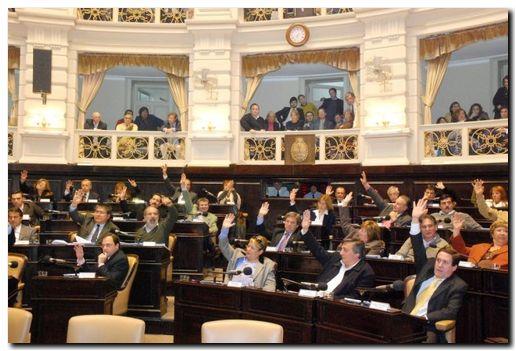 PROVINCIA: Vidal consigue sanción de leyes claves