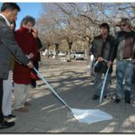 EL SINDICATO DE PRENSA NECOCHEA, (Si. PreNe.) Descubrió la placa fundamental que antecede a lo que será el monumento en homenaje a los trabajadores de prensa.