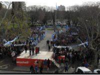 NECOCHEA: Cientos de alumnos de 4º año honraron el legado de Belgrano con la promesa a la bandera