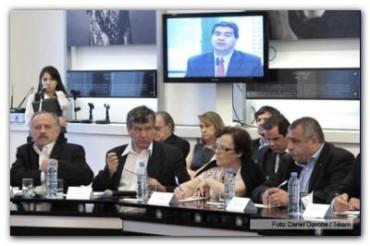 EL GOBIERNO propone una agenda productiva para crear 300 mil empleos