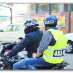 SEGURIDAD: Cómo deben ser los chalecos reflectarios y los cascos de los motociclistas