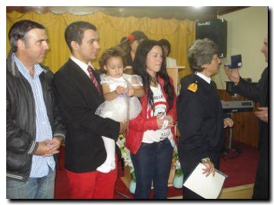 NECOCHEA: El Intendente Horacio Tellechea junto a la edecan presidencial en bautismo de séptima hija