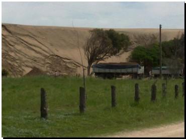 QUEQUÉN: Sigue la extracción de arena sin control en Costa Bonita