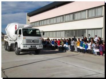 SAN CAYETANO: El intendente Gargaglione inauguró la primera cuadra de pavimento realizado con recursos municipales