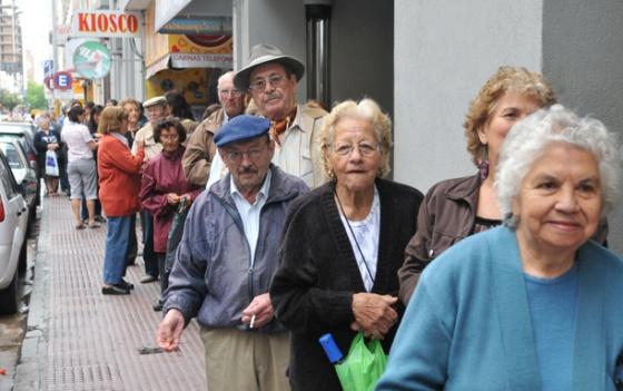 PAMI: Por una deuda, se podría suspender la venta de medicamentos a jubilados