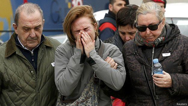 150324154631_family_members_of_passengers_feared_killed_in_germanwings_plane_crash__624x351_reuters
