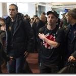 SE CANSÓ: Messi, a las trompadas con hinchas de River en el aeropuerto de Tokio