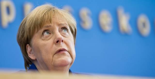 Merkel descarta un giro en su política migratoria tras los últimos ataques