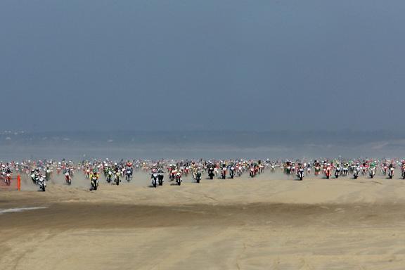 Si a la carrera de motos, NO en nuestra playa.