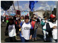 Caminata rumbo a Plaza de Mayo