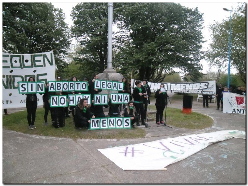 Multitudinaria y contundente manifestación contra el femicidio en Necochea