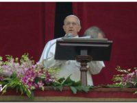 El Papa Francisco hizo referencia a la ley de Medios y Clarín le respondió furioso