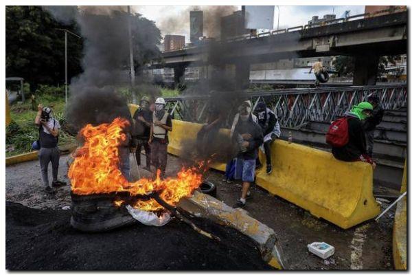 VENEZUELA: Un laberinto de agitación y tensión