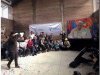 Jhore, Antonella y Damián le cantaron al Papa desde la Villa 31