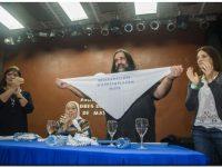 POLÍTICA: Las Madres de la Plaza entregaron su Pañuelo a Roberto Baradel