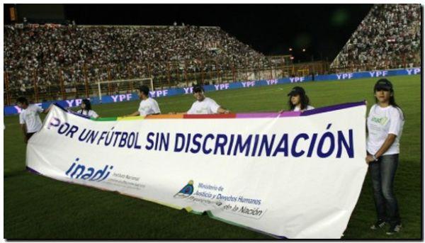 DERECHOS HUMANOS: Por un fútbol sin discriminación
