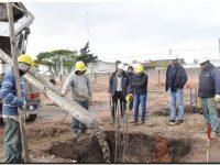 QUEQUÉN: López observó los trabajos de hormigonado que se ejecutan en el Natatorio
