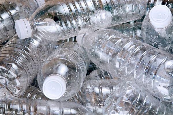 ECOLOGÍA: Como las botellas de plástico dañan nuestro medio ambiente