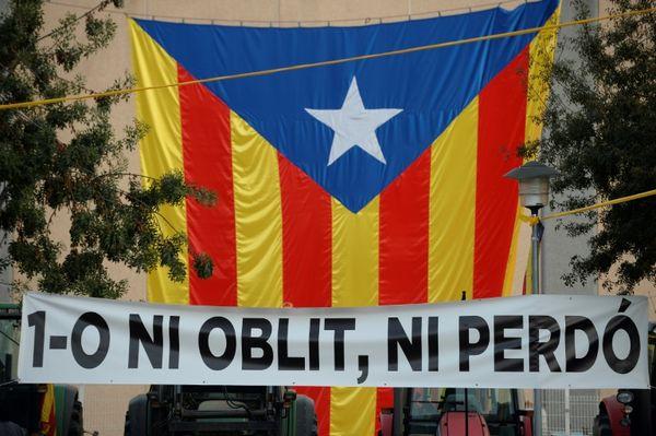 EL MUNDO: Cataluña celebra entre protestas el aniversario del referéndum de independencia