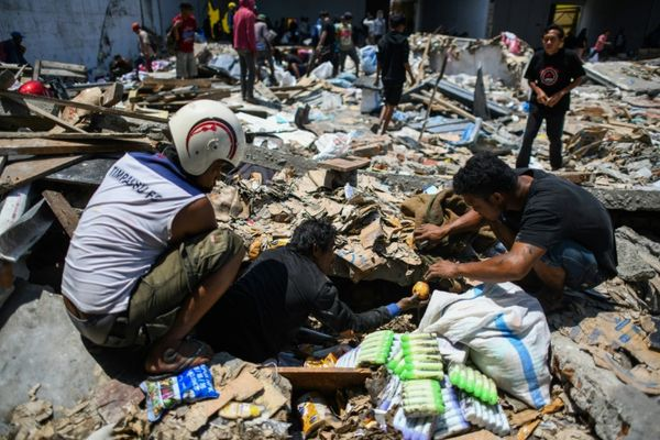 EL MUNDO: Casi 1.400 muertos por el sismo de Indonesia