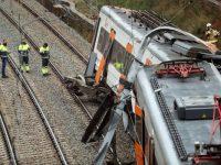 EL MUNDO: Un muerto y 44 heridos al descarrilar un tren en España