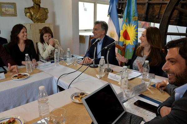 POLÍTICA: Reunión de los gabinetes nacional y provincia