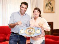 """NECOCHEA: López y """"Jota"""" Guanini posaron con el cinturón del título mundial"""