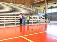 NECOCHEA: El Polideportivo luce con piso nuevo