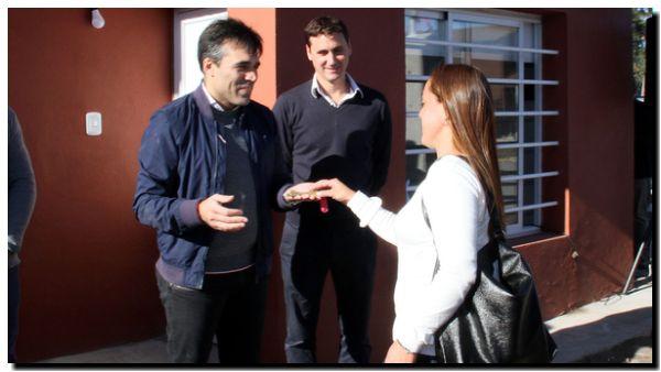 NECOCHEA: López entregó las llaves de nuevas casas en el Barrio Los Tilos V
