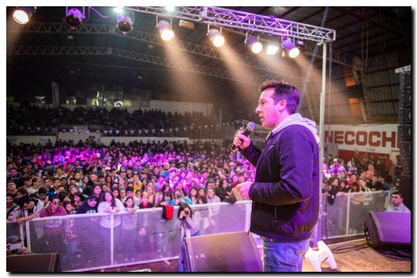 ÉXITO: Más de 3500 jóvenes disfrutaron de la presentación de Neo Pistea                    en el Huracán
