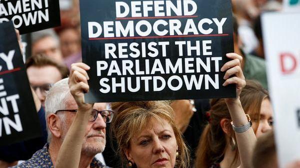 REINO UNIDO: Indignación y protestas en el Reino Unido por el cierre del Parlamento