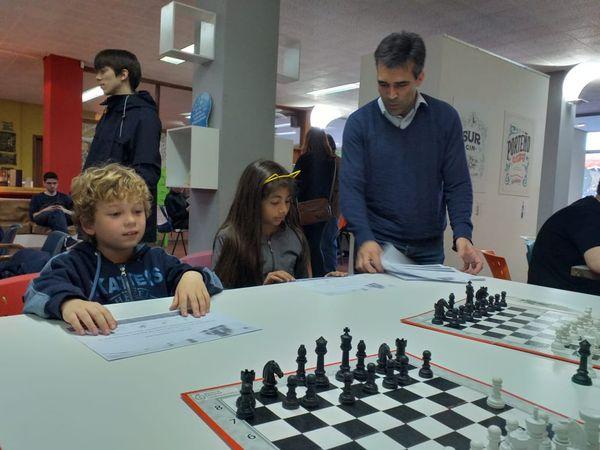 Los talleres de ajedrez cuentan con chicos desde cinco años hasta adultos mayores
