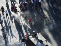 Piñera se reúne con líderes políticos en un intento de calmar las calles en Chile