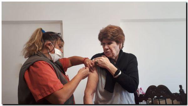 VACUNACIÓN: Inoculan a mayores de 70 años