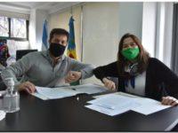 Rojas firmó un convenio con la ministra de la Mujer de la Provincia, Estela Díaz