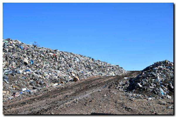 Denuncian residuos peligrosos en un basural a cielo abierto en Necochea