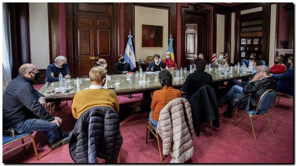 Kicillof evaluó la situación financiera y sanitaria con 14 intendentes