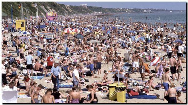 El gobierno británico amenaza con cerrar las playas tras grandes aglomeraciones