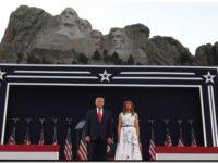 Trump ahonda la división racial en el acto por la Independencia